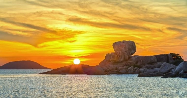 Hòn Chồng Nha Trang: Tuyệt tác tự nhiên giữa lòng phố biển