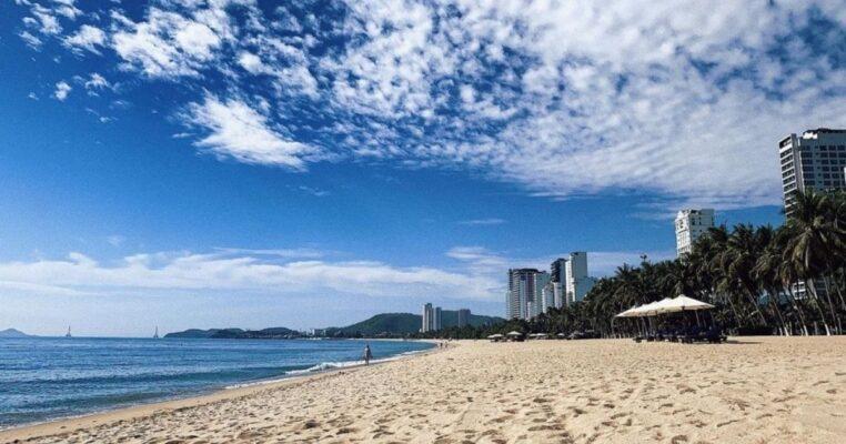 Nha Trang cho tắm biển trở lại
